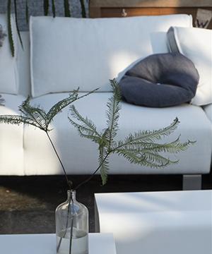Stram og stilren sofa fra Designers Guild