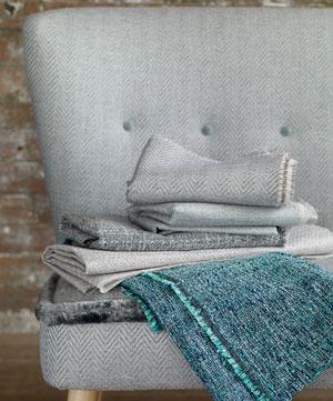 Julep sofa trukket i en av våre møbelstoffer.