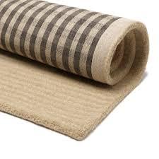 Alle våre tepper fra Jacaranda har en solid bakside og kantes dersom du ønsker det.