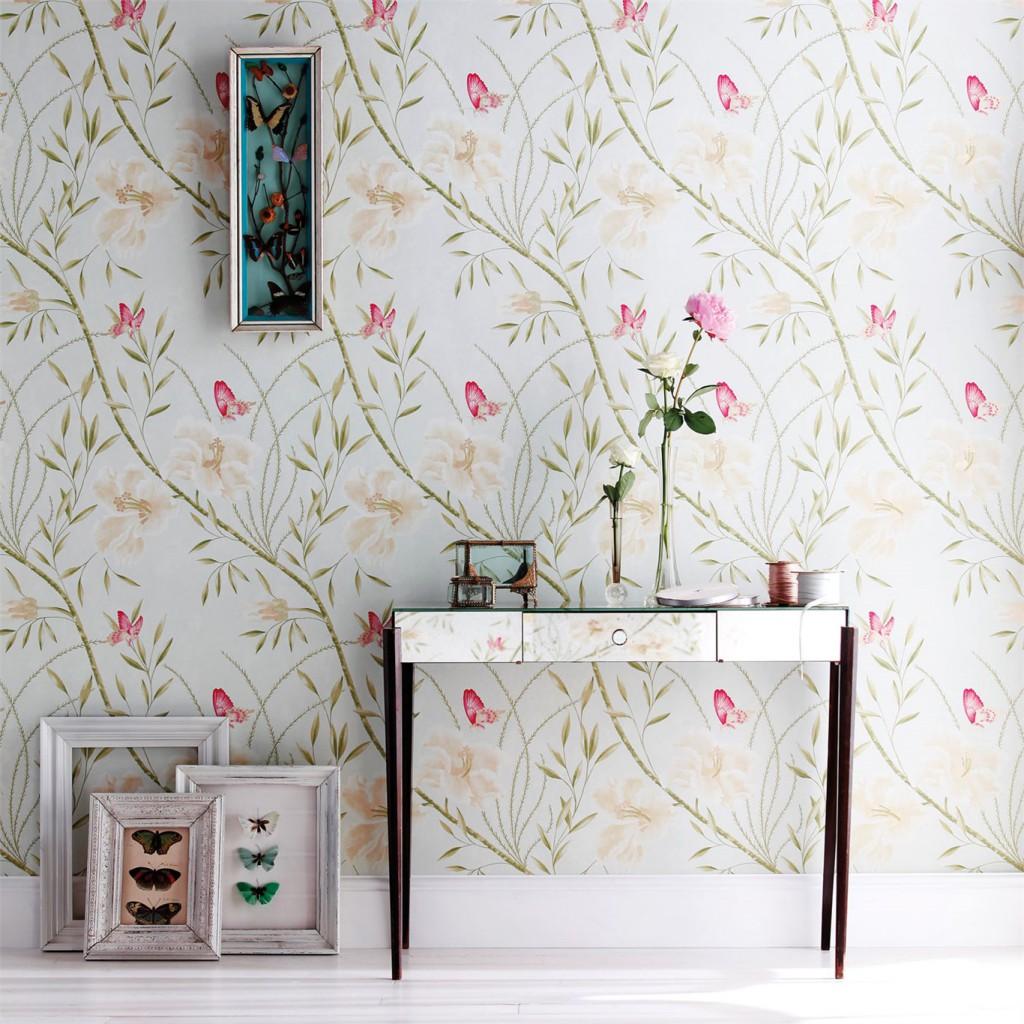 Sommerfuglene gir rommet et rolig muntert uttrykk. Finnes i flere farger fra Harlequin.