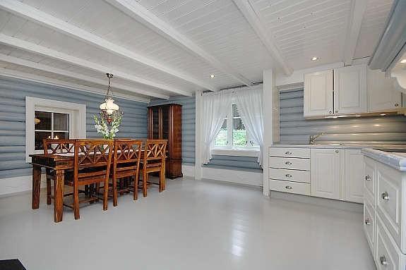 Kjøkkenet ble malt med Gustaviansk blått.