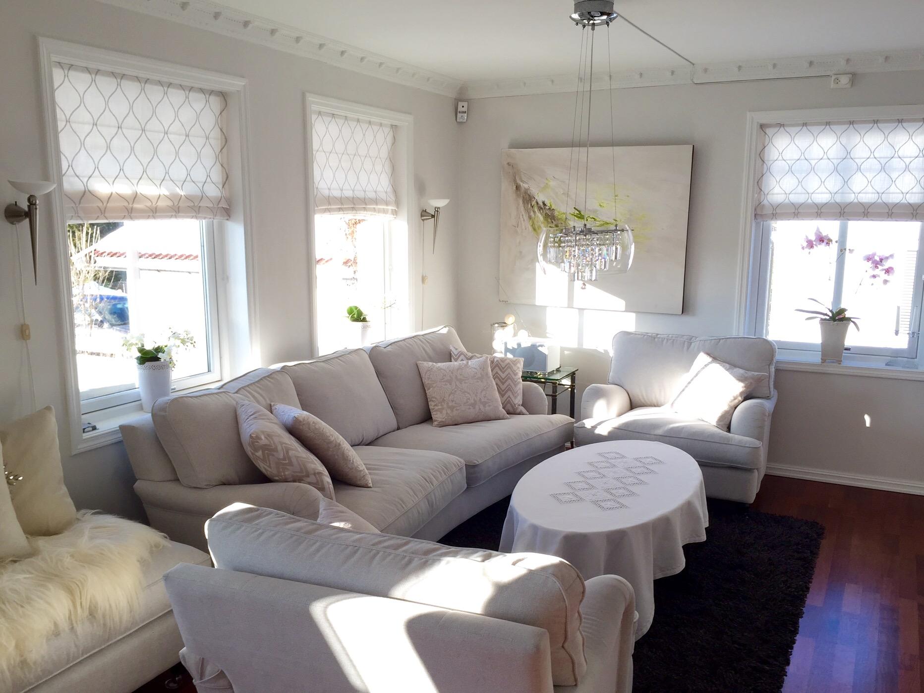 Liftgardiner stue – Materialvalg for baderomsmøbler